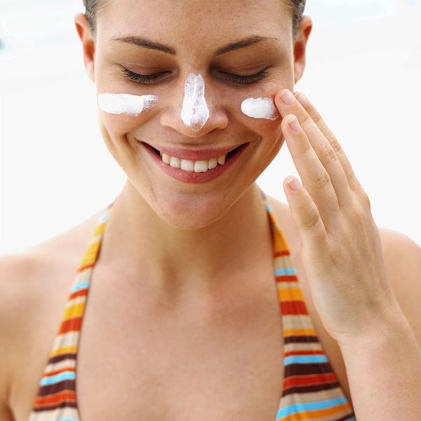 Apply sunscreen to maximize skin protection