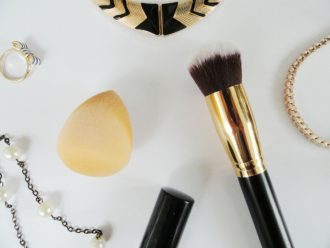 Makeup Brush Vs Beauty Blender – Know the Difference