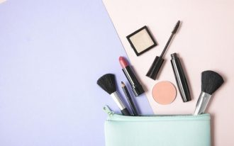 Makeup_That_Keeps_Your_Travel_Bag_Light