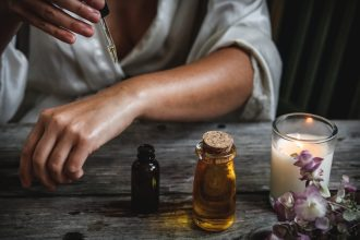 5 Essential Oils to Beat Dryness This Winter