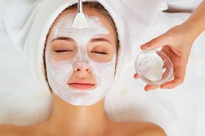 This 7-Step Guide To DIY Facial Is All You Need To Forget Salons