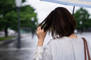 Solutions For Hair Troubles During Monsoons